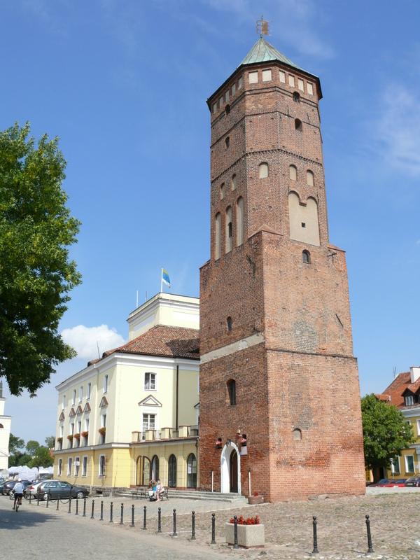 Gotycko-renesansowa wieża dawnego Ratusza - dziś Muzeum Regionalne w Pułtusku otwarte dla zwiedzających.