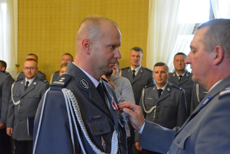 Święto Policji w Pułtusku 2019 - odznaczenie medalem komendanta