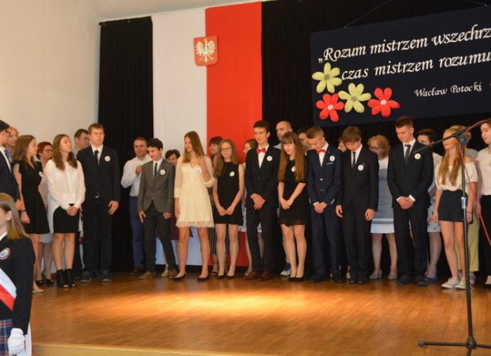 Publiczna Szkoła Podstawowa nr 4 w Pułtusku pożegnanie gimnazjalistów