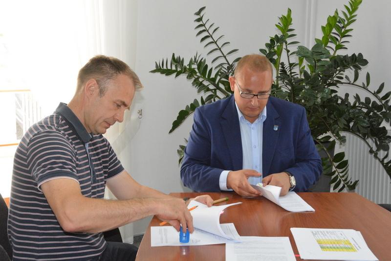 podpisanie umowy w sprawie remontu wieży ratuszowej
