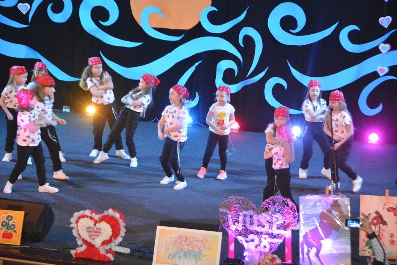 Show taneczne w wykonaniu dzieci ze studia tańca SWAG