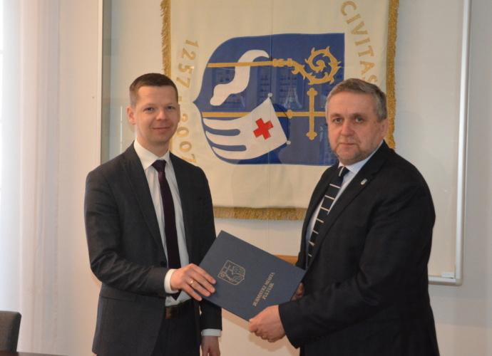Zastępca burmistrza Mateusz Miłoszewski złożył ślubowanie