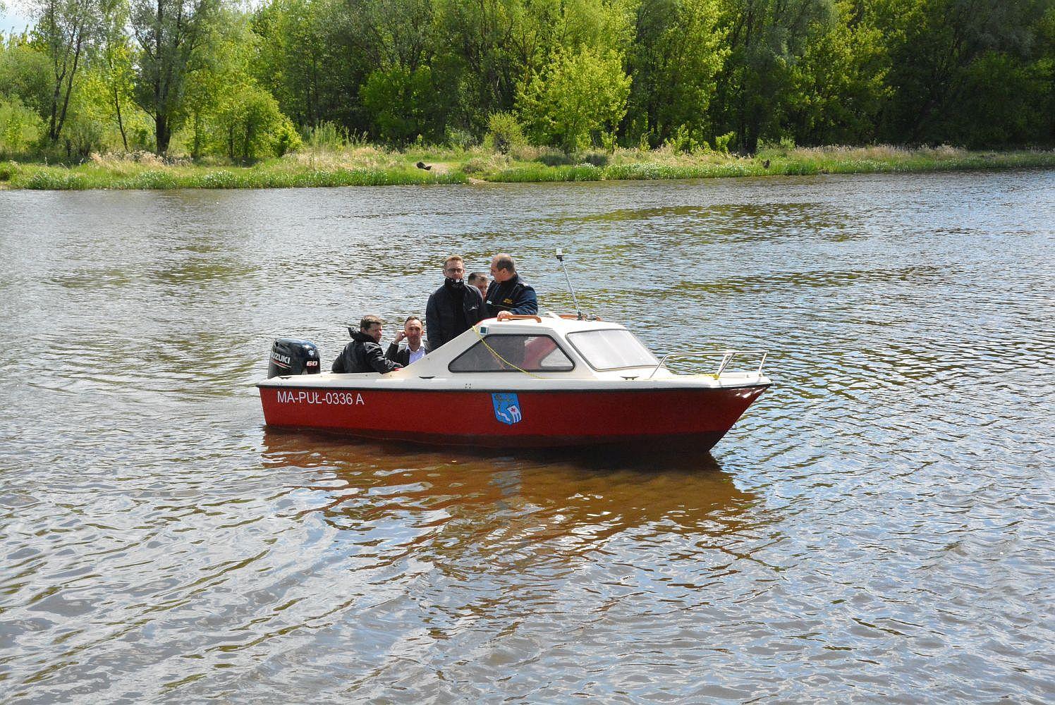Gminna łódź patrolowa w służbie ekologii i bezpieczeństwa na wodzie