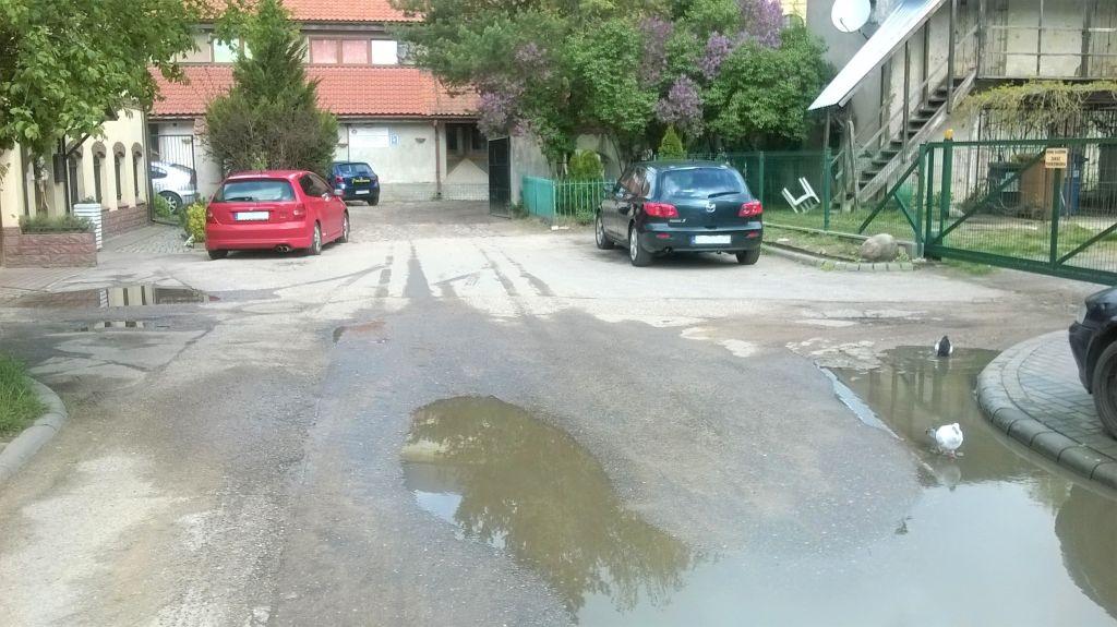 Remont odcinka ulicy Kotlarskiej od Świętojańskiej do Caritasu. Na zapleczu Caritasu powstanie parking z kostki odzyskowej