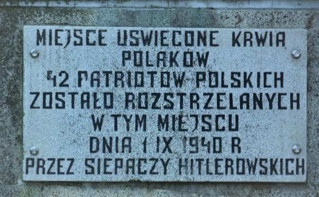 Tablica na pomniku