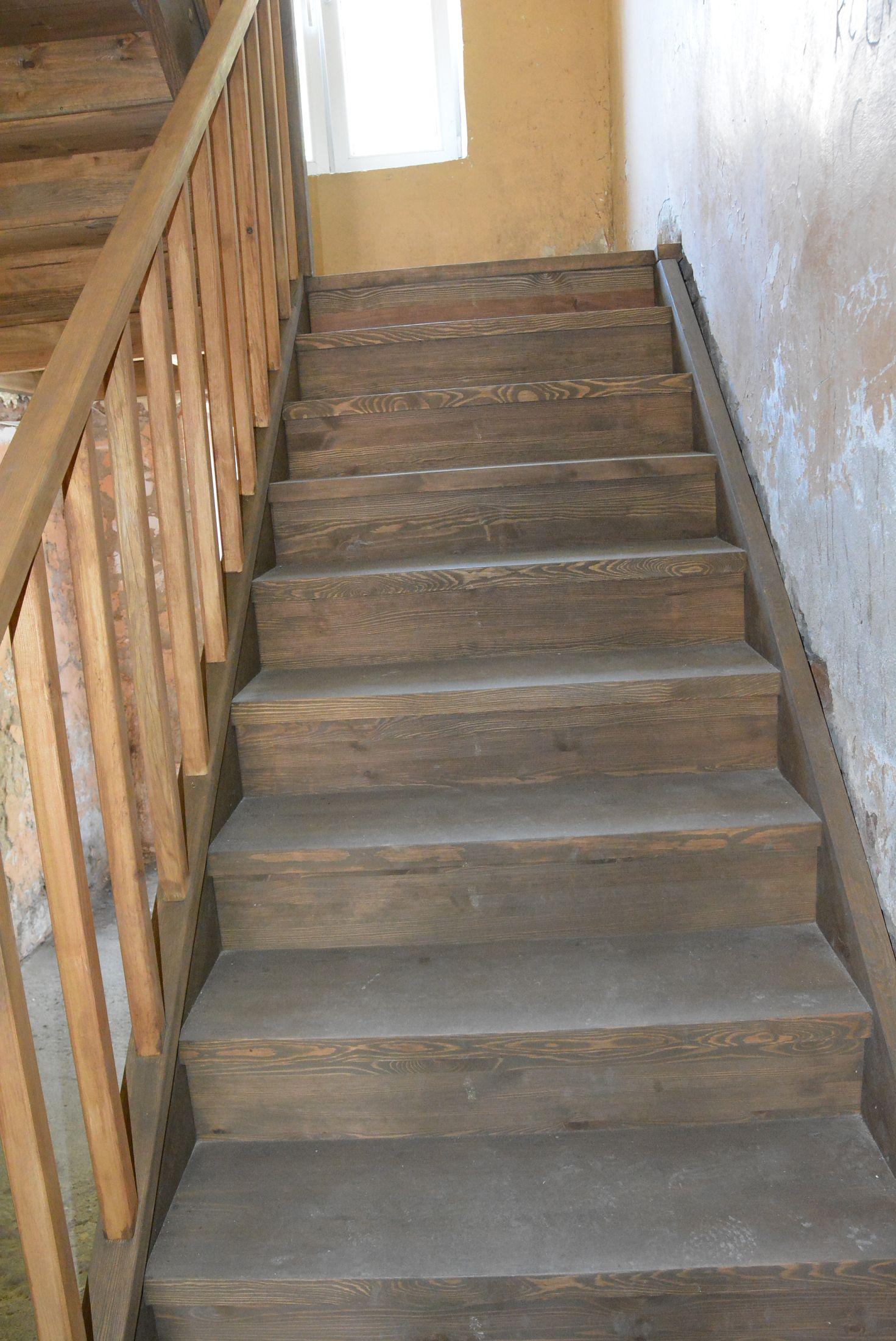 Kamienica przy ul. 17 Sierpnia 4 - nowa klatka schodowa