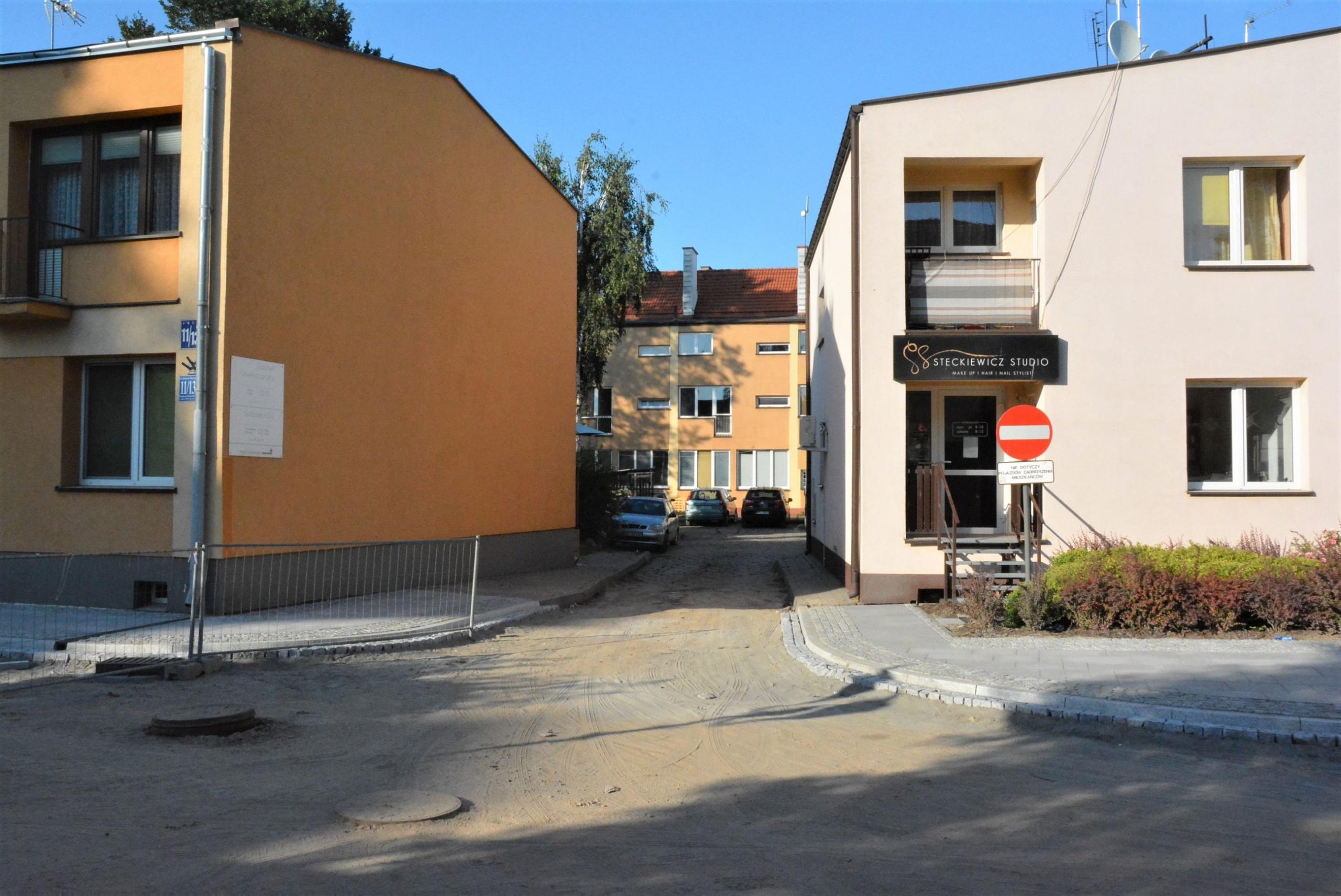 Wyłączenie z ruchu kołowego wjazdu na zaplecze siedziby PSS Społem od strony ul. ks. Piotra Skargi od 13 sierpnia br.