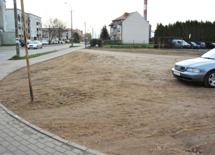 Uporządkowany teren przy skrzyżowaniu ulic Kolejowa-Mickiewicza