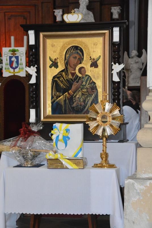 dary- 10-lecie parafii pw. św. Jana Pawła II